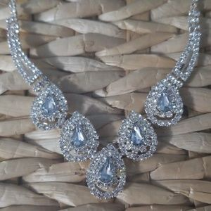 Stunning teardrop rhinestone necklace